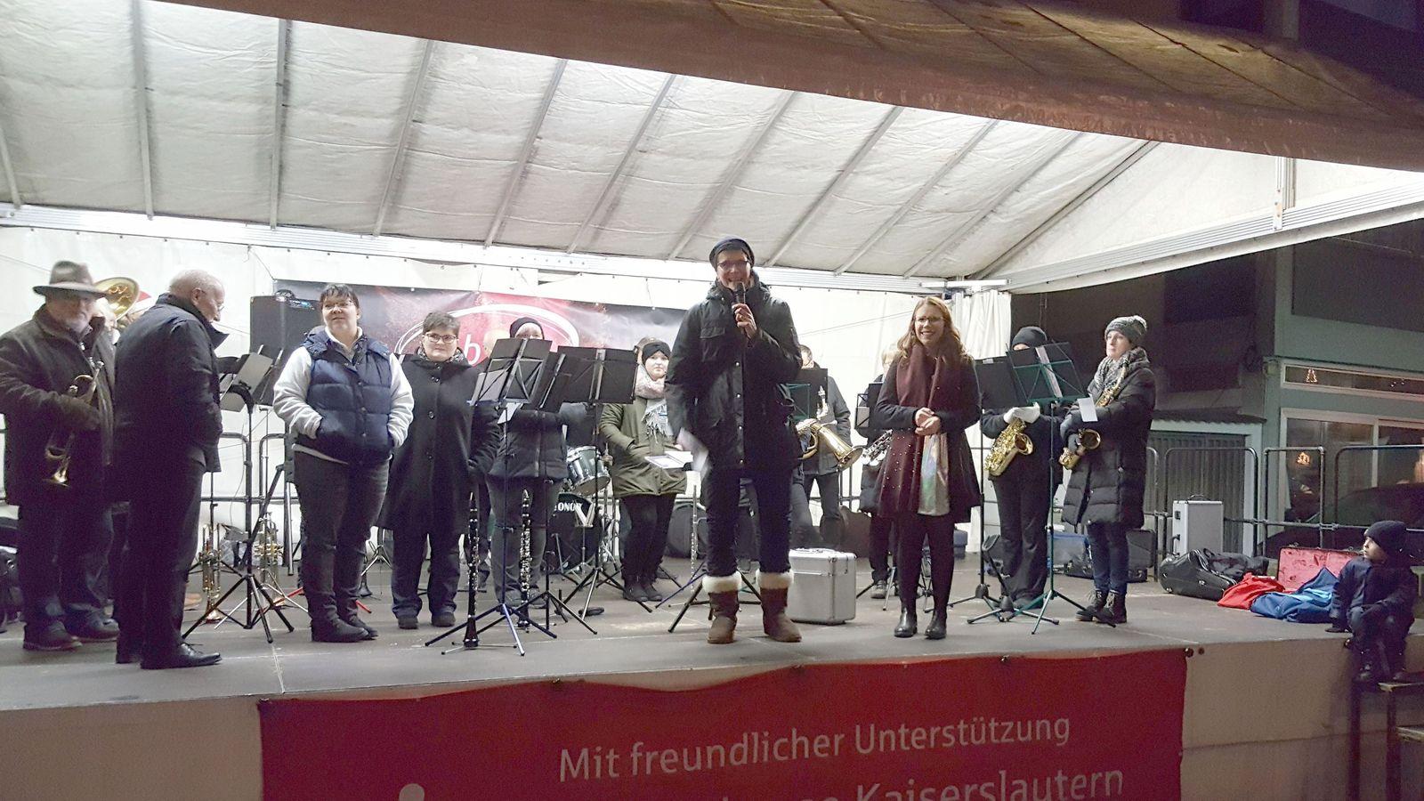 Markteröffung durch Bürgermeisterin Martina Stein und Frühlingskönigin Isabell I.
