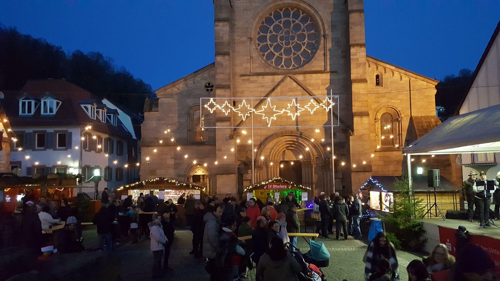 44. Adventsmarkt in Otterberg auf dem Kirchplatz