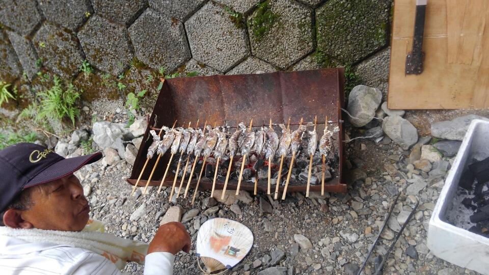 炭火で焼きます