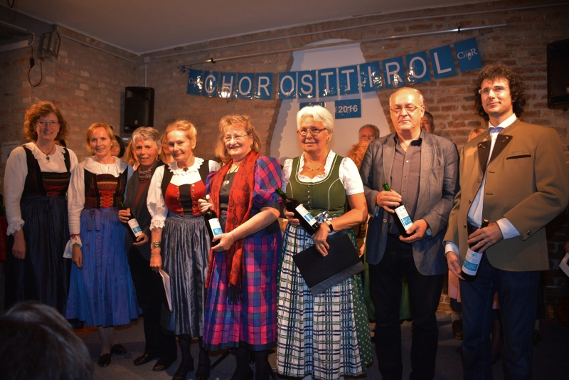 an Christl Hornstein, Ingrid Leierer, Maria Juen, Maria Dallansky, Christian Troyer und Daniel Csefalvay