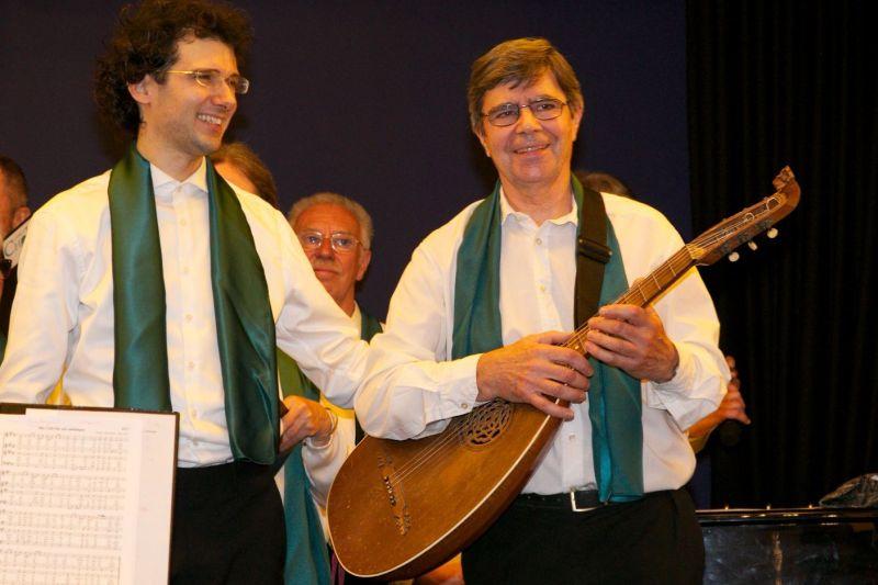 Hans Schröck begleitet die alten Lieder