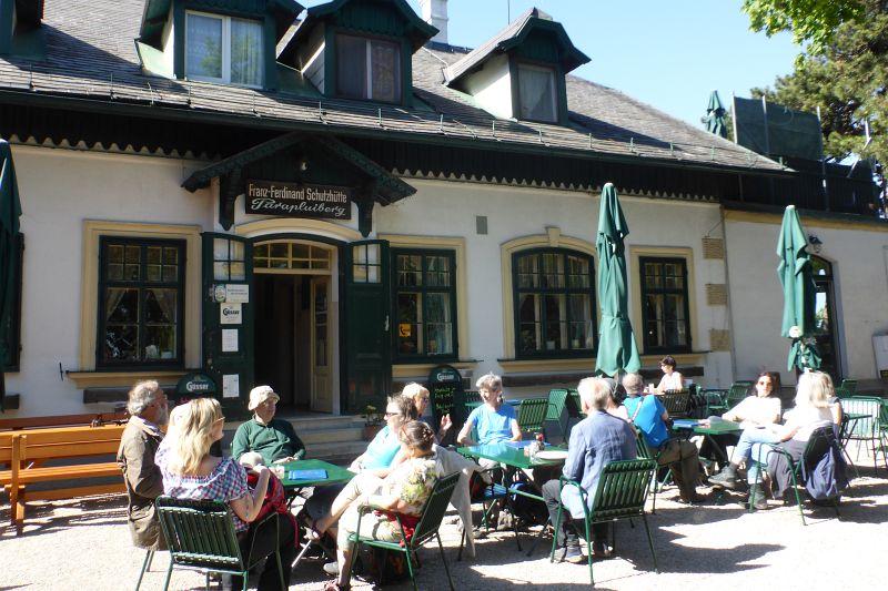 Jause auf der Franz Ferdinand Schützhütte