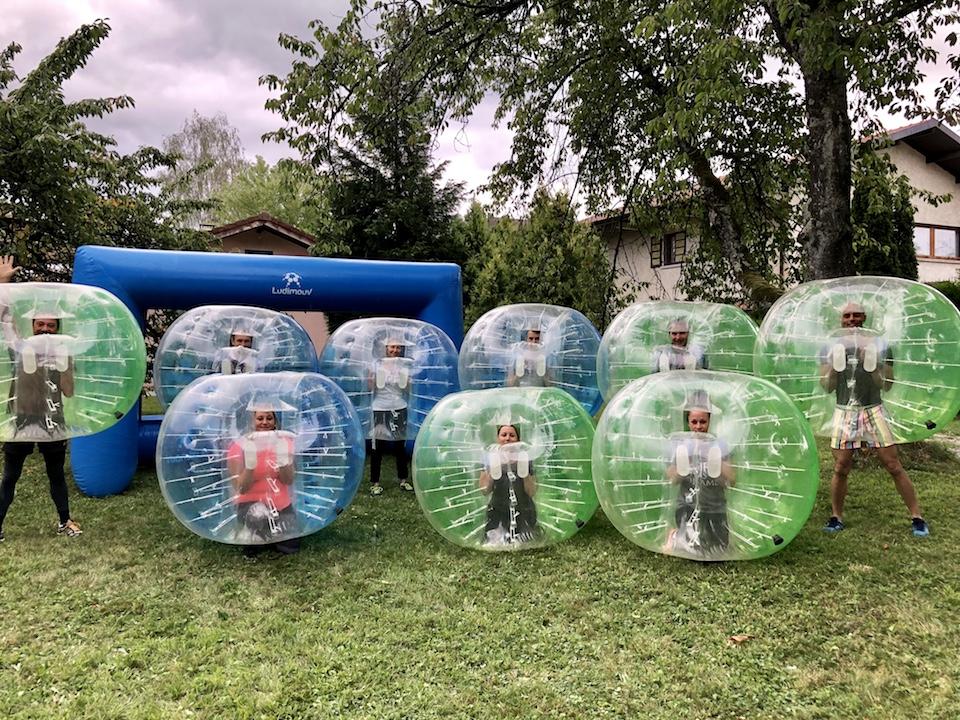 Bubble foot activité de séminaire team building outdoor