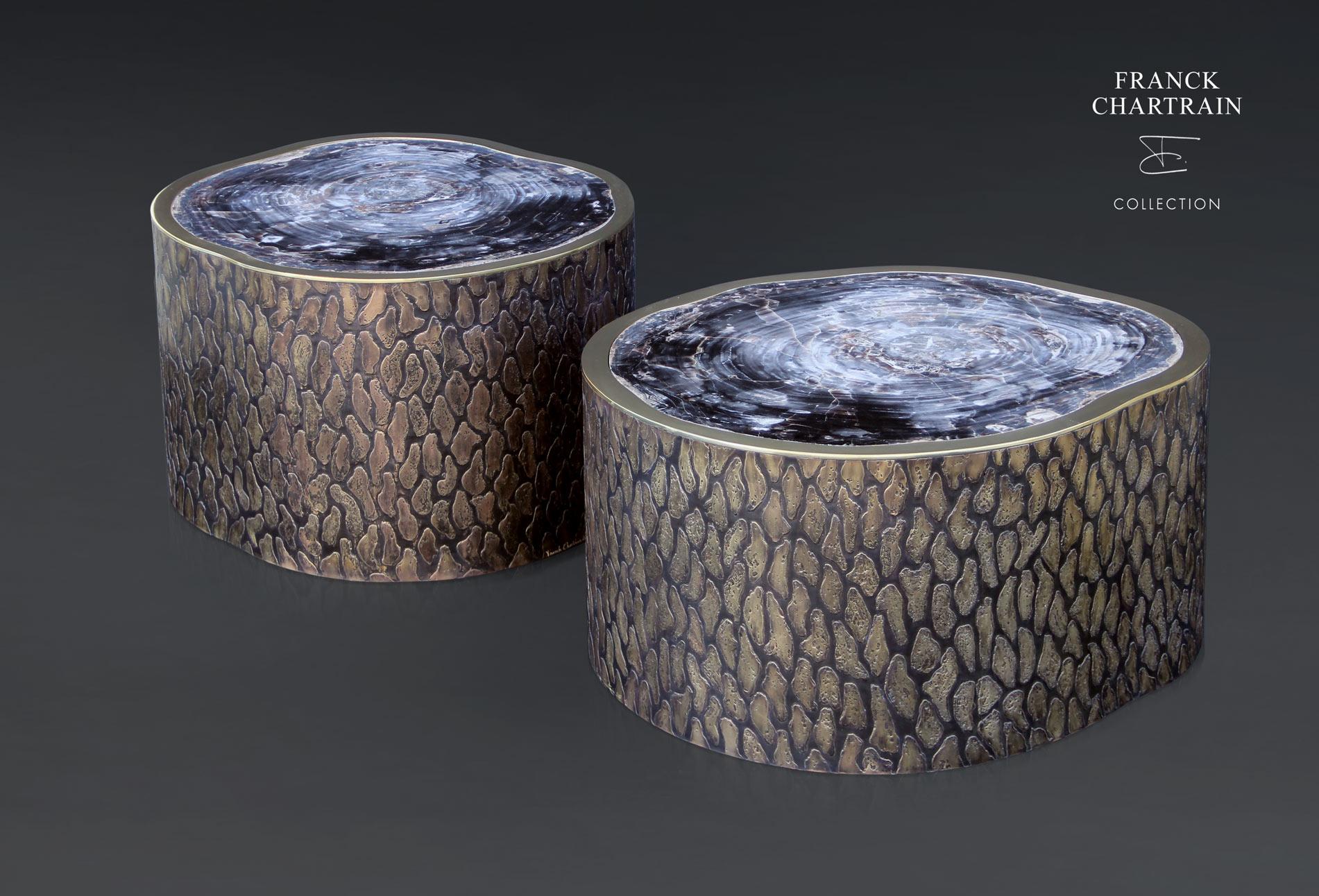 MAGNOLIA TABLES CYCLADES Bronze texturé, bronze poli, bois silicifié