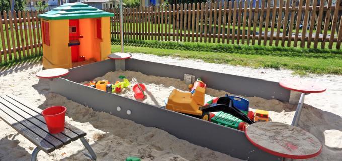 Unser Sandkasten lädt zum Spielen ein
