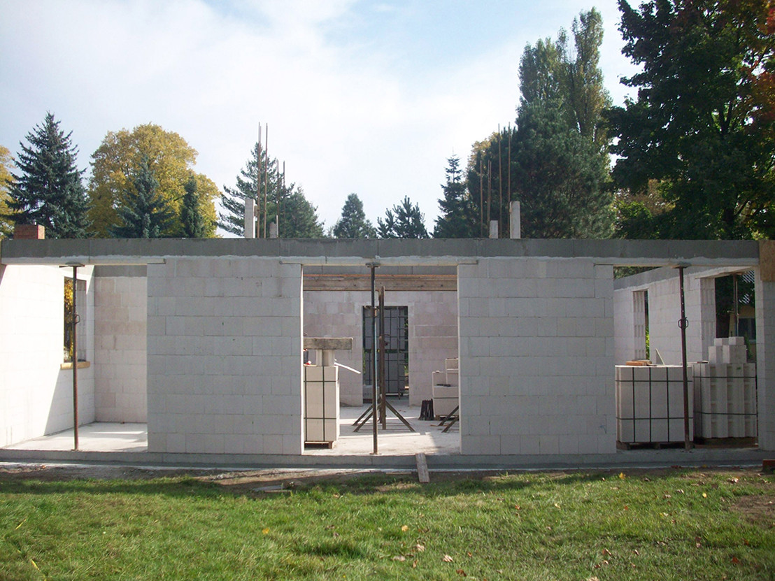 Mauerwerk aus Kalksandsteinen im Erdgeschoss, Ansicht Westen
