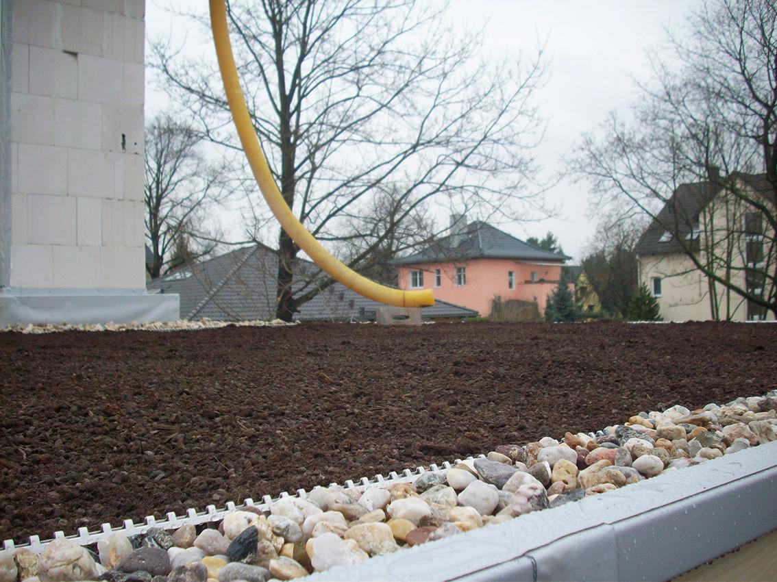 Gründachaufbau über Erdgeschoss, mit Dachrandausbildung
