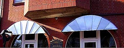 Schaufenster Überdachungen in Zink