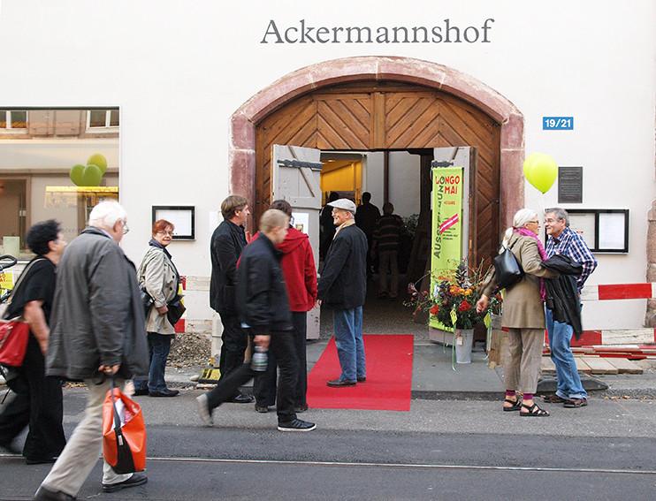 """Vernissage und Eröffnung der Ausstellung """"Die Utopie der Widerspenstigen - 40 Jahre Longo maï"""" im Ackermannshof, Basel, 19. Oktober 2013"""