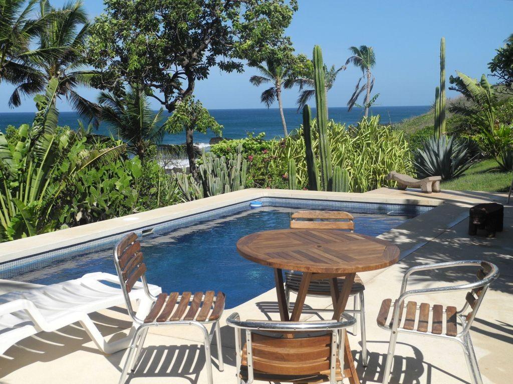 Pool mit Blick auf den Pazifik