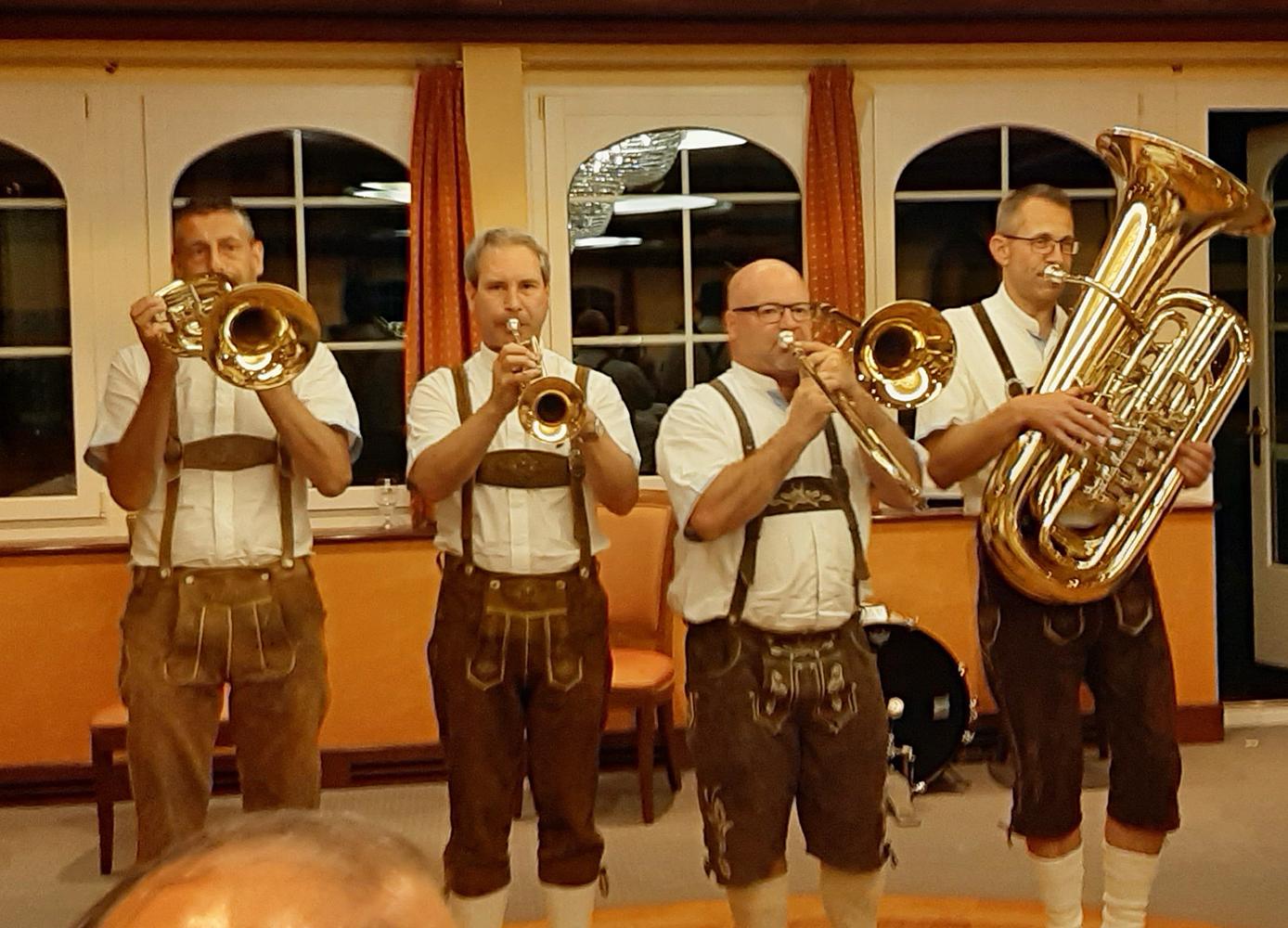 Wirtshausmusik mit Fass Brass