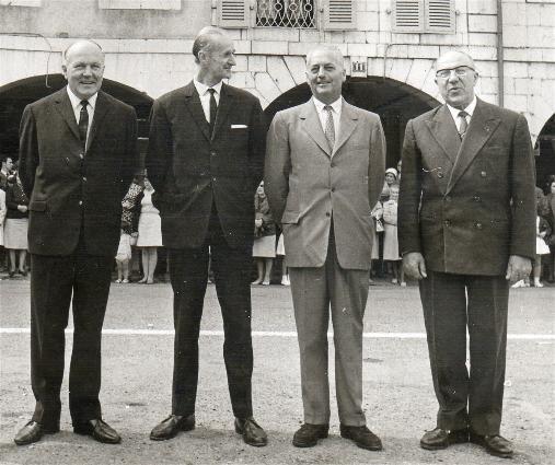 De gauche à droite : Mr Bouché, Mr Clément, Le Baron De Lassus et Mr Cau-Cécile lors de la cérémonie place Valentin Abeille