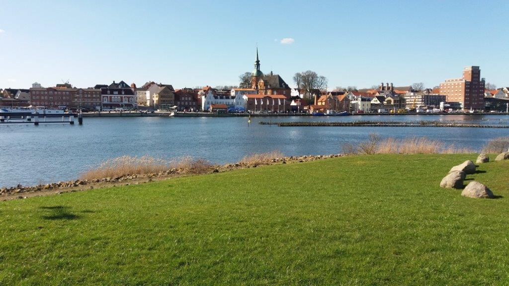 Kappeln liegt an der Schlei und ist vom nächsten Ostseestrand nur ca. 7 km entfernt. Kappeln verfügt neben einem kleinen Hafenbetrieb über mehrere Sportbootanlegestellen.