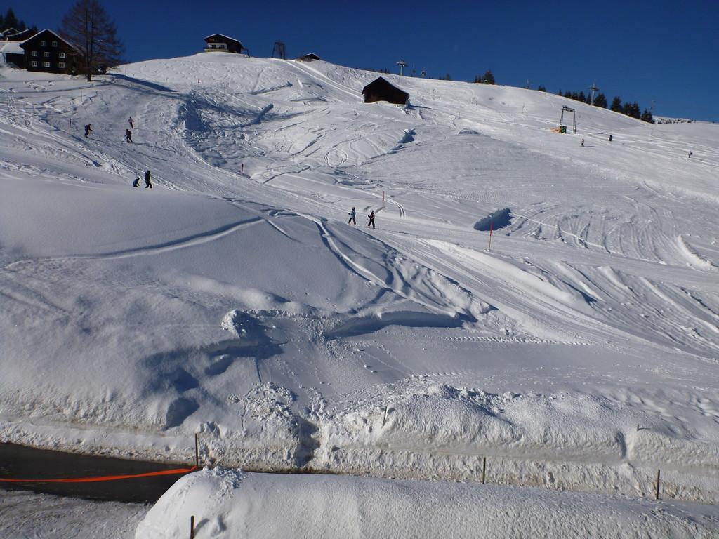 Schnallen Sie Ihre Ski an der Haustüre an...