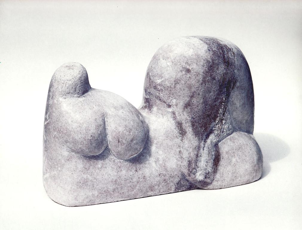 """""""Liegende"""" 1997, schlesischer Marmor, teilweise poliert, 40x16x26cm"""