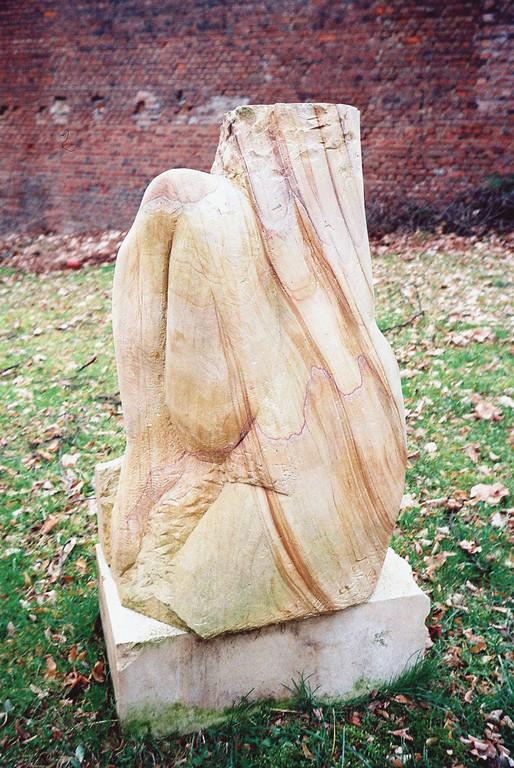 """""""Die Unvollendete"""" 2007, asiatischer Sandstein, geschliffen, 87x52cm"""
