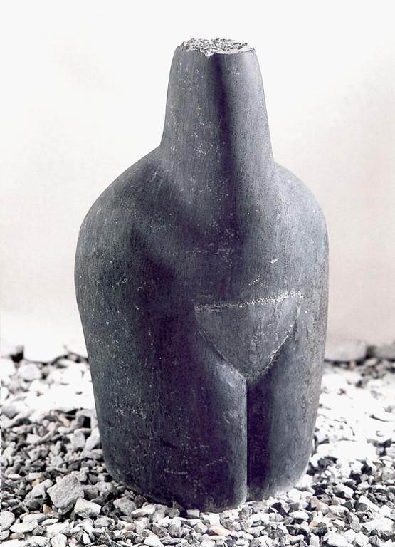 """""""Ruhe"""" 1996,Theumaer Schiefer, geschliffen, H 63cm"""