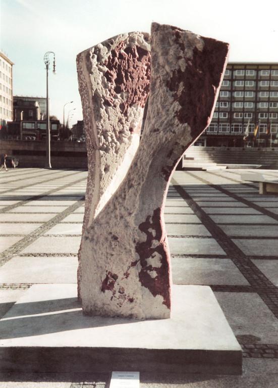 """""""Kennzeichen D"""" 1997, Beton, bearbeitet, im Besitz der Stadt Chemnitz"""