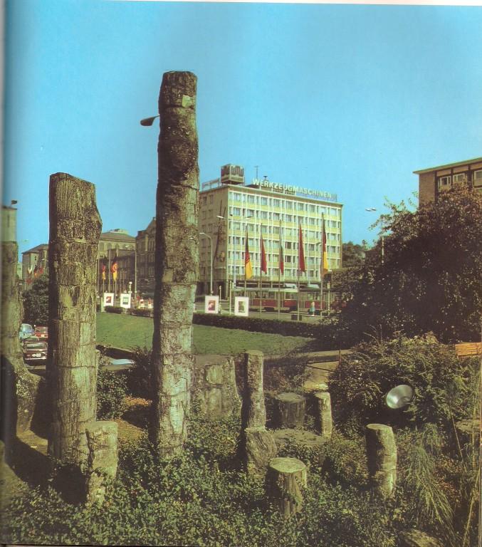 """""""Steinerne Wald"""" Im Stadtgebiet ausgegraben, 250 Millionen Jahre alte verkieselte Baumstämme"""