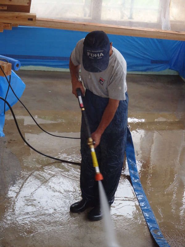 床下空間を空調に使うので高圧洗浄