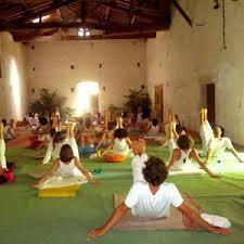 Rendez-vous sur le site de l'École du Tantra : www.ecoledutantra.fr en cliquant sur l'image