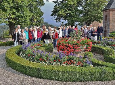 Gruppe vor dem Kloster Odilienberg
