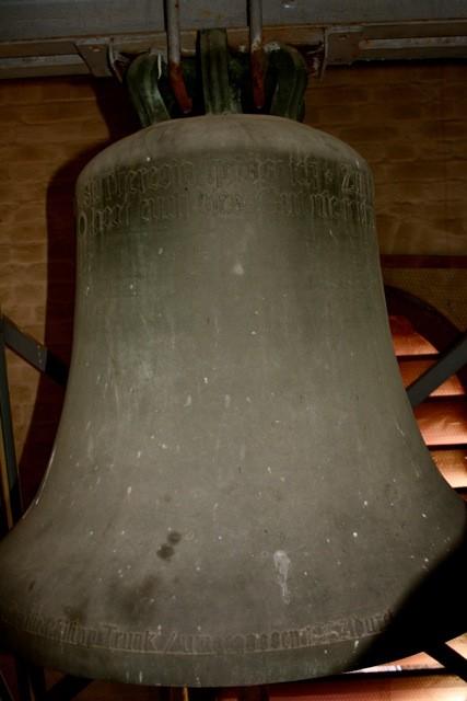 Theresienglocke (Kleine Glocke) St. Theresia heiss ich, Zum Himmel Euch weis ich, Der Weg ist der feste Glauben, O lasst Euch dies Gut nie rauben.