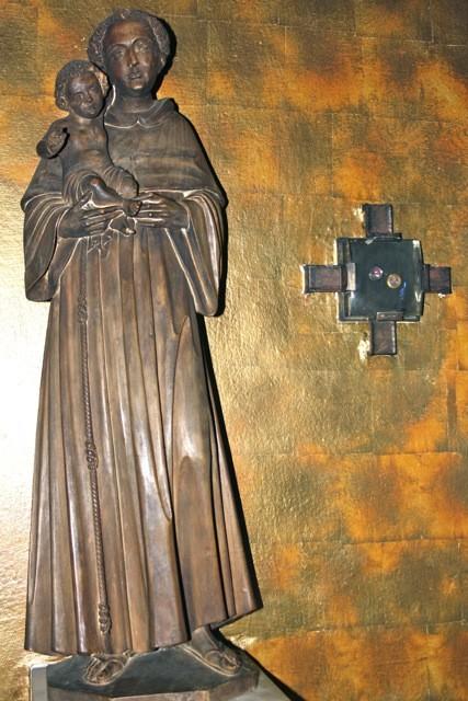"""""""Heiliger Antonius von Padua"""" und ein """"Reliquiar"""" in der Antoniuskapelle"""