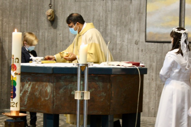 Erstkommunionfeier im Rahmen des Sonntagsgottesdienstes zum 11. Sonntag im Jahreskreis in Heilige Familie, Keltern-Dietlingen (13.06.2021)