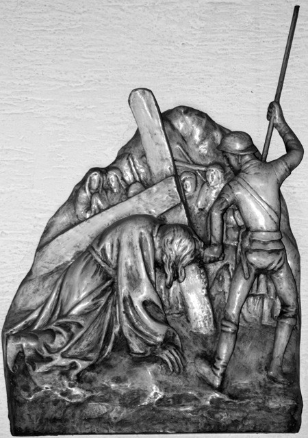 Jesus fällt zum dritten Mal unter dem Kreuz