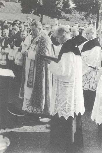 Weihbischof Dr. Burger bei der Kirchweihe am 25.0.1939