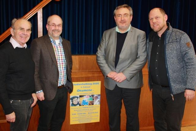 Das Gruppenbild zeigt (von links) Karl-Heinz Renner (Kreis-Arbeitsgemeinschaft für Erwachsenenbildung'), Tobias Gfell (Dekanatsreferent), Tobias Licht (Referent) und Ullrich Glatthaar (Bildungszentrum Pforzheim)