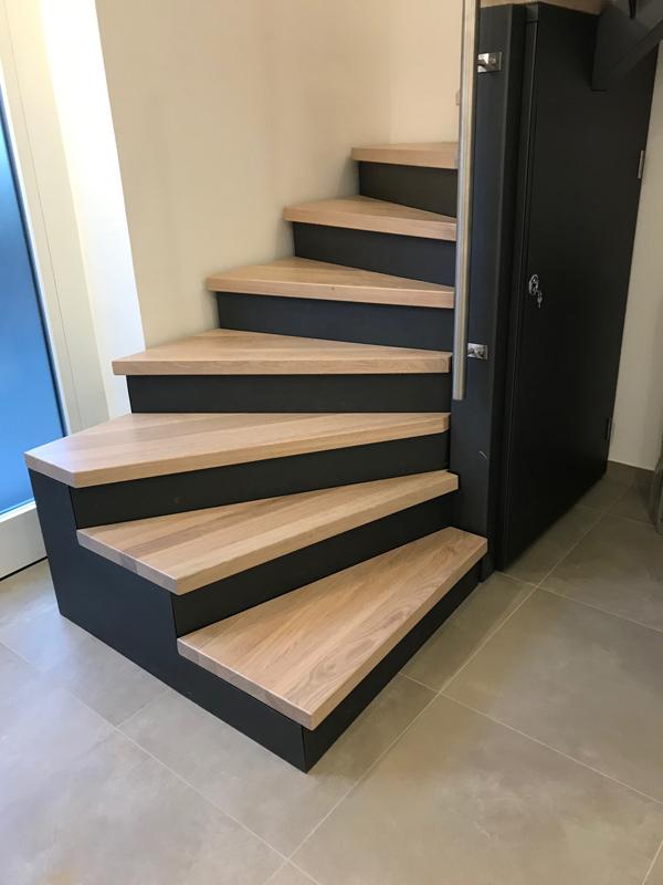 Treppenstufen auf Stahlkonstruktion, Eiche massiv