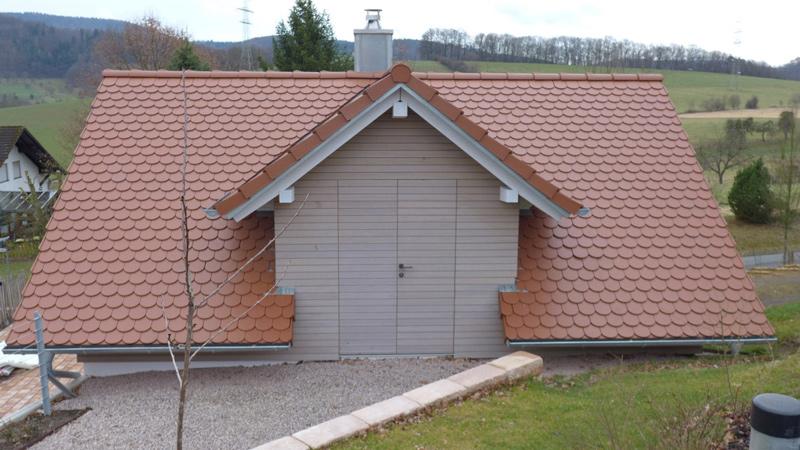 Dachbodenzugang integriert in Gebäude-Fassade