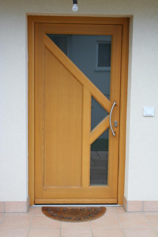 Holztür mit Glaseinsatz