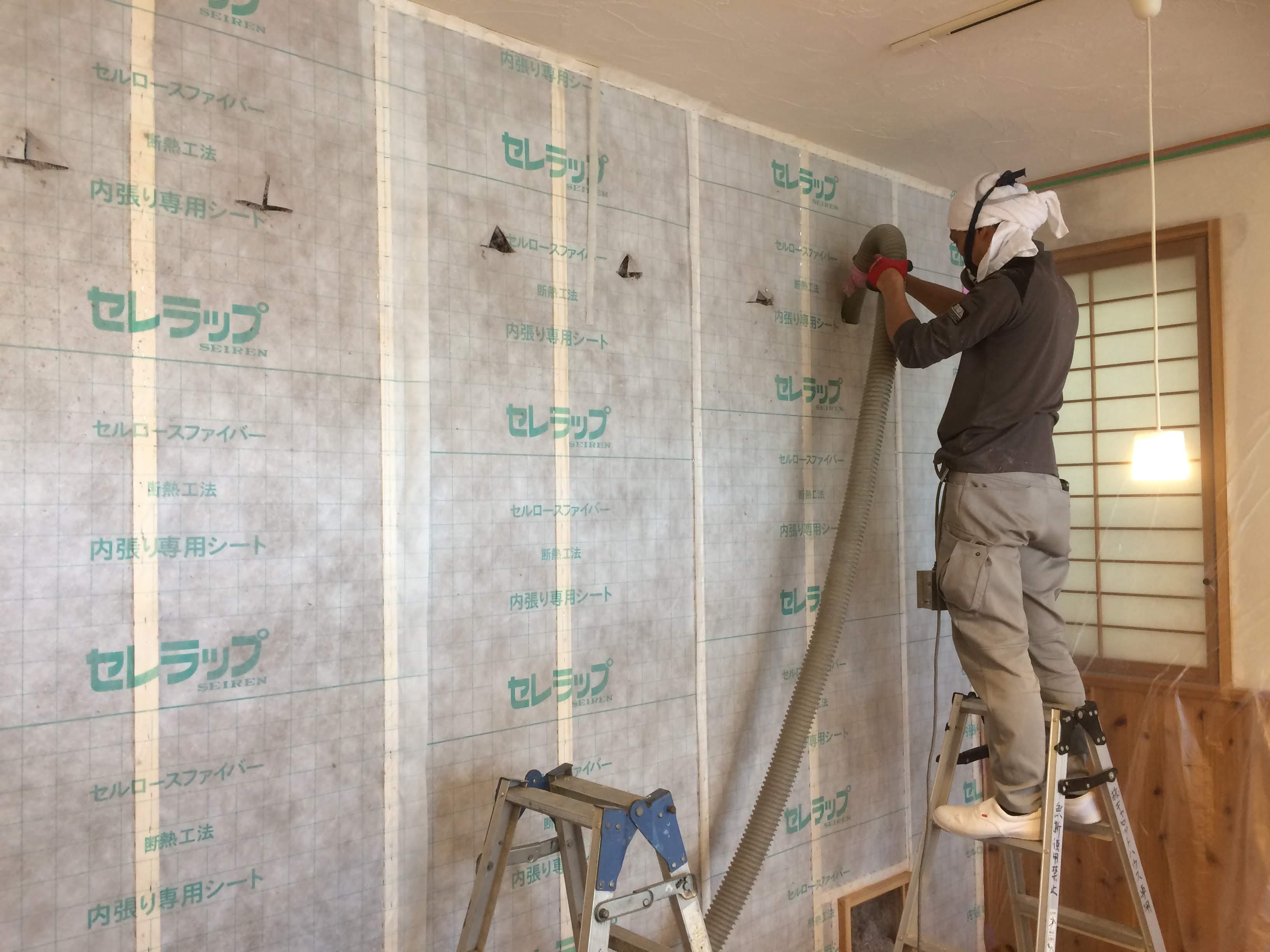 室内壁の防音・断熱施工風景