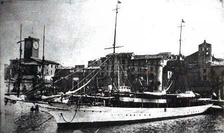 La nave Elettra nel porto di Civitavecchia anno 1930
