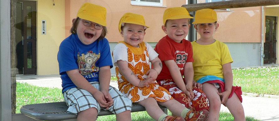 4 Tageskinder von der Tagesmutter Susanne aus Schwechat sind fröhlich