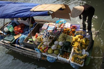 Obstverkauf vom Boot aus