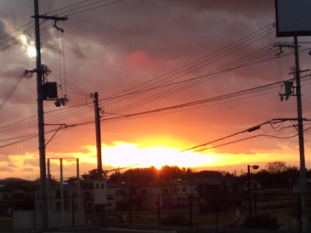 場所を移動して撮影♪ 雲がオレンジ色に染まってました。