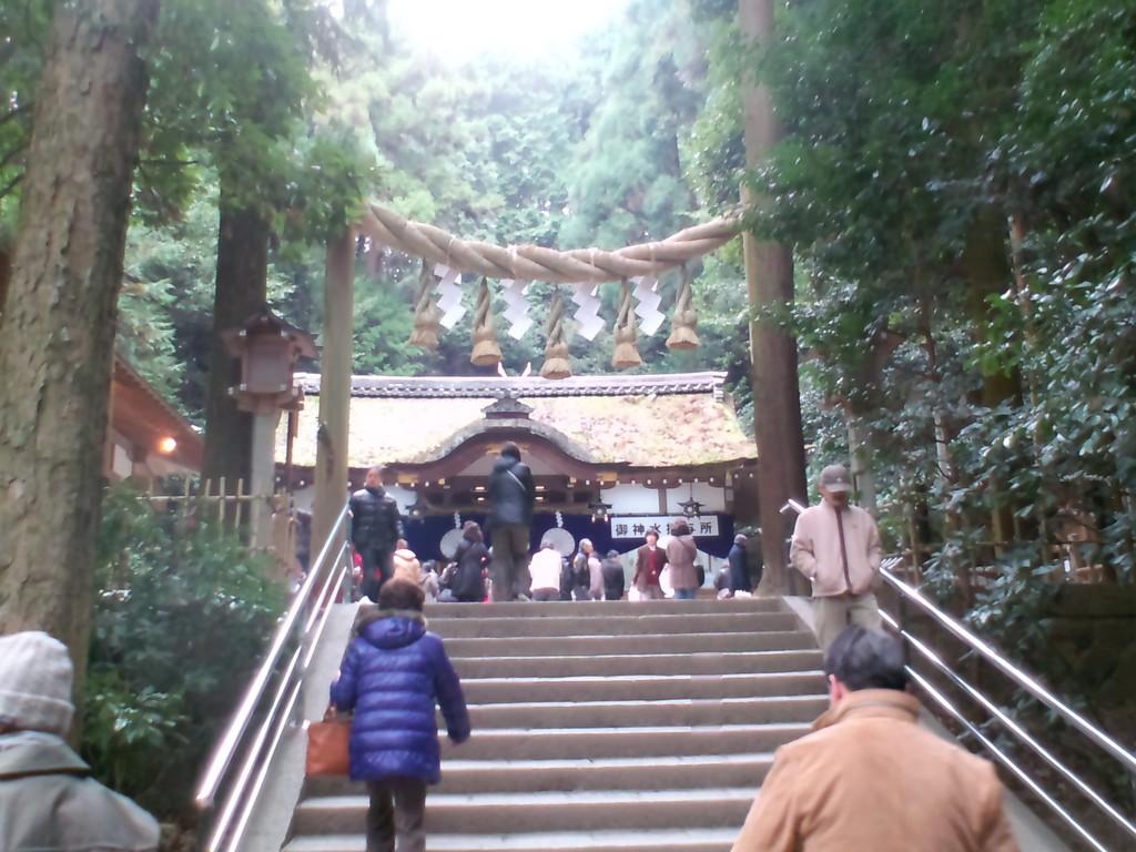 薬の神様 狭井神社  ここの後ろにパワースポットがあります(^^♪