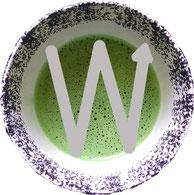 Mit einer W-oder M Förmigen Bewegung wird der Matcha schaumig