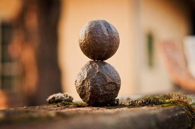 Bild: Achtsamkeit, balancierte Steine