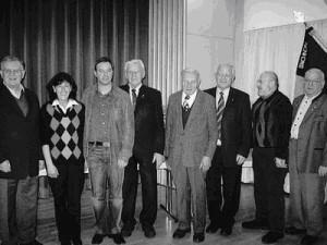 Die Kolpingfamilie hat langjährige Mitglieder geehrt. Das Bild zeigt von links Erwin Teufel, die pastorale Leiterin Theresia Unterberger, Frank Steidle, Georg Wolf, Johann Bühler, Gerhard Bühler, Hartmut Moosmann, Paul Fritz.