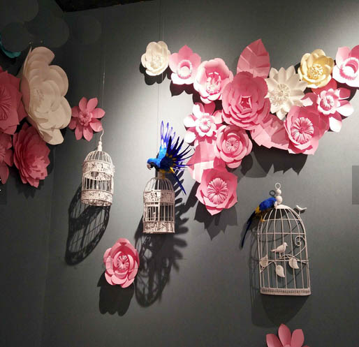 Papierblumen Wanddekoration