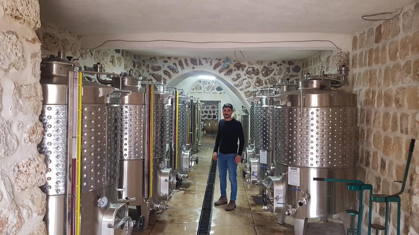 Die Südosttürkei ist eine arme Region. Das wirtschaftliche Überleben ist für alle, besonders auch für die christliche Minderheit, schwierig. Ein Zukunftsprojekt ist die neue Weinkellerei in Midun.