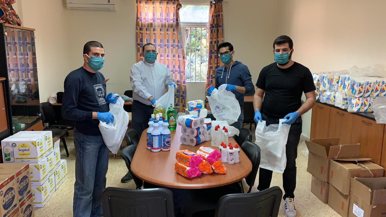 ICO Corona-Nothilfe: Verpacken von Lebensmittelpaketen