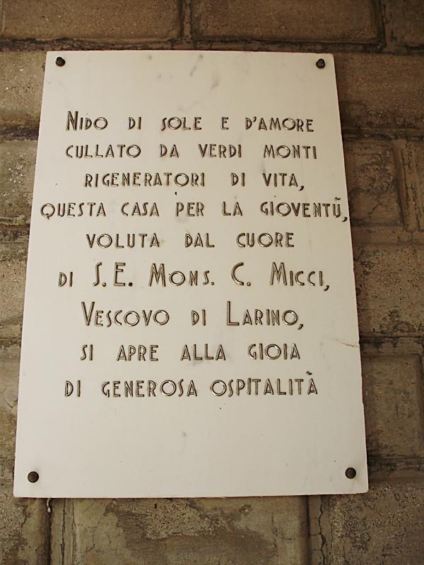 l'epigrafe commissionata dal vescovo di Larino mons. Micci