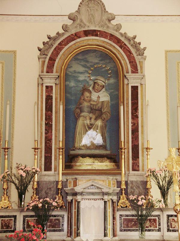 ... la venerata effigie di Maria SS. della Difesa, nella versione seconda, opera della scultrice fiorentina Amalia Dupré (1901) ...