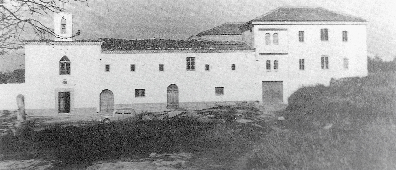 """I lavori ultimati; nel 1970 l' """"Oasi Francescana"""" fu data in gestione a terzi, ed adibita ad albergo-ristorante, col nome di """"Hotel-Pineta"""" [foto Archivio Pilone]"""